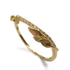 Half Eternity Leaves Ring 18K Gold and por DoronMeravWeddings