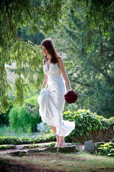Gorgeous photo of the bride by Steve Poole Photography | via junebugweddings.com