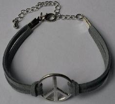Armband #peace grijs.  Handgemaakt door Antiro.nl