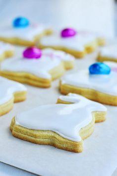 Marzipan-Filled Easter Pastries (Maltese Figolli) via Sweetapolita. Filled Cookies, Cookies And Cream, Fancy Cookies, Decorated Cookies, Easter Cookies, Easter Treats, Maltese, Italian Love Cake, Almond Paste
