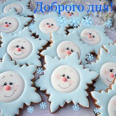 Here are the best Christmas Cookies decorations ideas for your inspiration. These Christmas Sugar Cookies decorated with royal icing are cutest desserts. Christmas Wreath Cookies, Snowflake Cookies, Snowman Cookies, Christmas Biscuits, Star Cookies, Cute Cookies, Royal Icing Cookies, Iced Cookies, Holiday Cookies