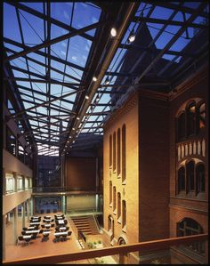 538b5663c07a803df4000074_science-and-musical-education-center-symphony-konior-studio_10_katowice_symfonia_atrium_night.jpg (2000×2538)
