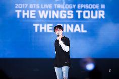 방탄소년단•WINGS TOUR The Final Car Door Guy, Bts Wings Tour, All Bts Members, Worldwide Handsome, Dad Jokes, Namjin, Bts Jin, Seokjin, Cinema