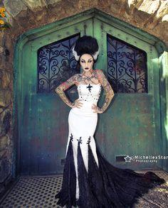 """I say the beast inside of me is gonna get ya, get ya."" bride of Frankenstein look by 🖤⚡️💚 Costume Halloween, Halloween Photos, Halloween 2019, Holidays Halloween, Halloween Outfits, Halloween Diy, Halloween Makeup, Halloween Unicorn, Classic Halloween Costumes"