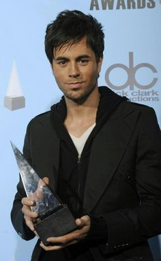 He's so cute! Attractive Guys, Latin Music, Enrique Iglesias, Hollywood Celebrities, Hollywood Stars, Listening To Music, Sexy Men, Handsome, Hero