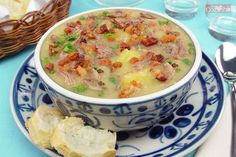 Esta receita de Sopa de mandioca com músculo e bacon é a melhor alternativa para você fazer no jantar! Todos em sua casa vão adorar!