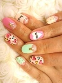 Pastel colours are in this season and we're LOVING these kitsch designs to add to our fingertips!  boohoo.com