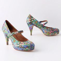 Floral heels from Anthropologie. Not sure where I would wear these but I love them!