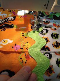 Trick or Treat Bag Tutorial Diy Halloween Trick Or Treat Bags, Halloween Bags, Easy Quilts, Bag Making, Paper Dolls, Diy Crafts, Treats, Sewing, Fabric