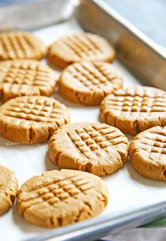Making peanut butter cookies doesn't get any easier than these Peanut Butter Cookies that are so soft & chewy. You better make a double batch! I super love easy recipes! Making Peanut Butter, Peanut Butter Cookie Recipe, Sugar Cookies Recipe, Köstliche Desserts, Delicious Desserts, Dessert Recipes, Easy Cookie Recipes, Baking Recipes, Easy Recipes