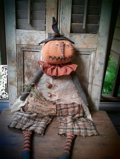 Handmade Art Fair: Dolls by Me and the Girls primative halloween Halloween Sewing, Halloween Doll, Holidays Halloween, Vintage Halloween, Halloween Crafts, Halloween Decorations, Scarecrow Crafts, Autumn Decorations, Vintage Witch