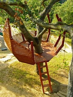 Check out these 8 tips for building your own backyard treehouse. Check out these 8 tips for building your own backyard treehouse. Backyard Projects, Outdoor Projects, Wood Projects, Outdoor Decor, Outdoor Living, Garden Projects, Backyard Treehouse, Building A Treehouse, Backyard Hammock