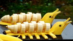 Learn how to make an yellow dolphins garnish with a bananas. Funs for kids and adults alike. It is also no secret that why we all love Bananas. L'art Du Fruit, Deco Fruit, Fruit Art, Fruit Cakes, Fruit Dips, Fruit Recipes, Fruit Salad, Bananas, Banana Art