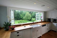 The perfect kitchen windows! I'd actually like to be in the kitchen!
