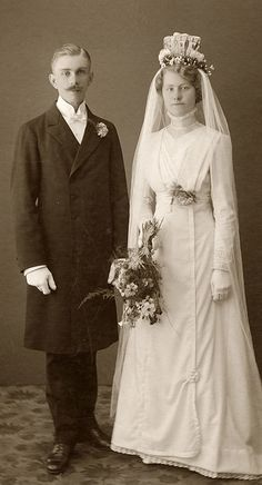 All brides dream of finding the ideal wedding day, but for this they require the ideal bridal dress, with the bridesmaid's outfits enhancing the brides-to-be dress. These are a variety of ideas on wedding dresses. Save Money Wedding Tips. Wedding Attire, Wedding Bride, Wedding Gowns, Wedding Tips, 1920s Wedding, Lesbian Wedding, Wedding Menu, Wedding Outfits, Farm Wedding