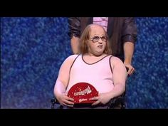 "This is ""Little Britain"" From YouTube titled ""Little Britain LIVE SHOW Englisch 1/7"" So yes, this is live and it's pretty good, good and funny jokes but I feel that the TV series is a lot better to watch."