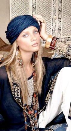 outfit boho, pañoleta y accesorios