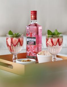 Beefeater Pink - Our Gin - Beefeater Gin Drinks Com Vodka, Vodka Cocktails, Skyy Vodka, Gin Recipes, Gin Cocktail Recipes, Bebida Gin, Pink Gin Recipe, Strawberry Gin, Banana Milkshake