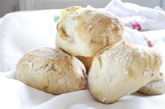 Eltefrie rundstykker Daily Bread, Baked Goods, Baking, Food, Bread Making, Meal, Baking Supplies, Bakken, Hoods