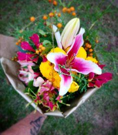Assinatura de Flores Flor In Cena Arranjos, buquês, flores da estação Toda semana um lindo arranjo com flores da estação floreando sua vida.