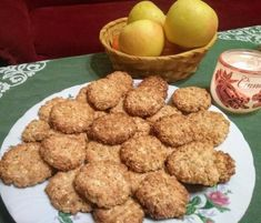 Hrnčekové kokosové keksíky Dog Food Recipes, Almond, Food And Drink, Cookies, Drinks, Breakfast, Fit, Crack Crackers, Biscuits