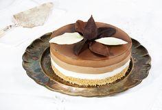 tarta-tres-chocolates-2 Sweet Pie, Sweet Tarts, Tres Chocolates, Strudel, Desert Recipes, Tiramisu, Deserts, Sweets, Cooking