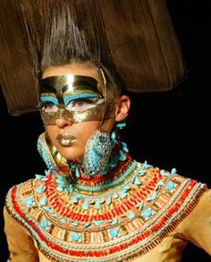 Mode : défilé Dior, 2004, plastron brodé