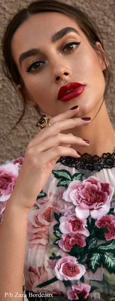 Italian Fashion Designers, Floral Fashion, Floral Style, Kitty Cats, Make Up, Chic, Board, Sexy, Beauty