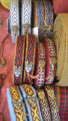 Beautiful tablet woven leg wraps (has various names in Russian - onuchi… Viking Garb, Viking Reenactment, Viking Dress, Inkle Weaving, Inkle Loom, Card Weaving, Norse Clothing, Medieval Clothing, Lucet