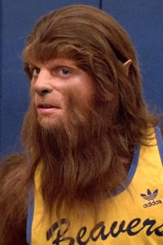 "Scott Howard played by Michael J. Fox in the 1985 film ""Teen Wolf. Teen Wolf Movie, Teen Wolf 1985, Michael J Fox, Michael Scott, Teen Wolf Costume, Basketball Movies, Scott Howard, Social Media Measurement, Fox Movies"
