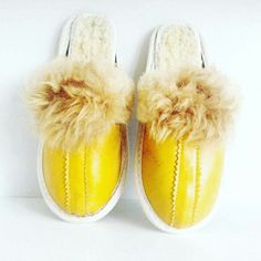 Summer moode is stil on. See our lemon yellow slippers. Leather slippers for your children in different models.