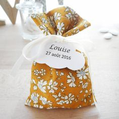 Ballotin mariage & baptême - tissu liberty capel moutarde - ruban satin blanc