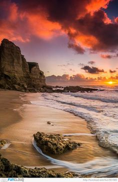 Sunset at Sesimbra, Portugal . Portugal has to be the most beautiful place on earth. Beautiful Sunset, Beautiful Beaches, Beautiful World, Landscape Photography, Nature Photography, Night Photography, Belle Photo, Amazing Nature, Beautiful Landscapes