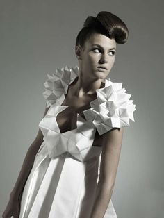 50 Origami-Inspired Fashion Styles - Sculpture - Print the sulpture yourself - Sculptural Origami Dress Futuristic Geometric Fashion Complex Origami Couture Paper Fashion, Origami Fashion, Fashion Art, Fashion Design, Fashion Styles, Club Fashion, 1950s Fashion, Style Fashion, Fashion Trends