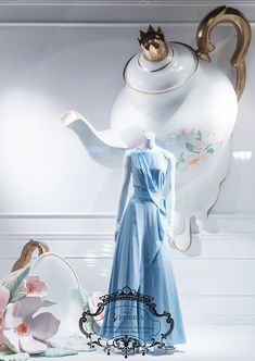 """A través de CASA REINAL) >>>>  TSUM,Moscow,Russia, """"Cinderella...once upon a time"""", pinned by Ton van der Veer"""