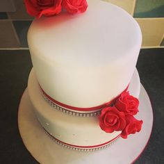 So my eldest brother got married yesterday and being the kind little sister I said I would make his wedding cake. #wedding #weddingcakes #sugarflowers #sugarrose #fondantcake #red #diamanteribbon #weddingpresent #freebie #party #thingsyoudoforfamily http://gelinshop.com/ipost/1524860080796569328/?code=BUpZCoYDY7w
