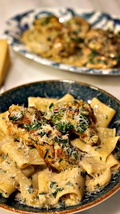 Κοτόπουλο με 40 σκόρδα: Ο σεφ Γιώργος Παπακώστας μοιράζεται την συνταγή-«όνειρο» που έμαθε στη Γαλλία | BOVARY Risotto, Pasta, Meat, Chicken, Ethnic Recipes, Food, Essen, Meals, Yemek