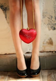 LOVE THIS HEART PURSE !!!!.