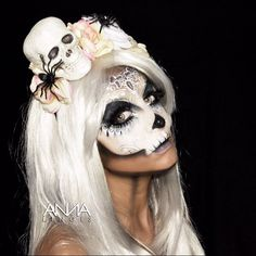 Sugar skull makeup love this halloween make-up. Makeup Fx, Dead Makeup, Makeup Emoji, Halloween Kostüm, Halloween Cosplay, Halloween Costumes, Sugar Skull Makeup, Sugar Skulls, Makeup Ideas