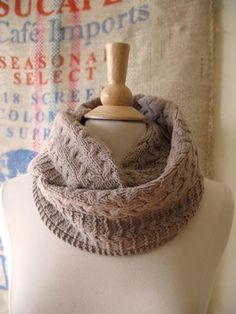 Quince & Co.  Lovin' this cowl. Named Deephaven. Designed by Bonnie Sennott and knitted in Lark/Chanterelle. Pattern's on Ravelry.
