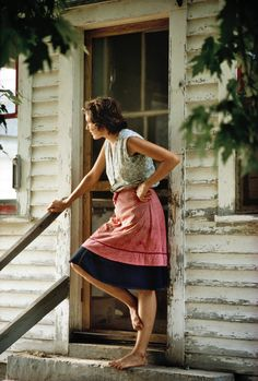 old farm house, adorable apron and bare feet = i can totally see myself standing on that porch barefoot in the summer. I love old farm houses/barns! Country Charm, Country Life, Country Girls, Country Living, Country Bumpkin, Country Style, Southern Living, Country Roads, Vie Simple