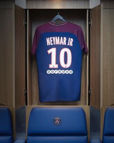 A new era. Introducing the 2017/18 Neymar Jr. Paris Saint-Germain home kit. Available now in Europe on nike.com and in the Nike App. --- #Nike #Football #Soccer #NikeFootball #NikeSoccer #Neymar #NeymarJr #PSG #paris @psg @neymarjr