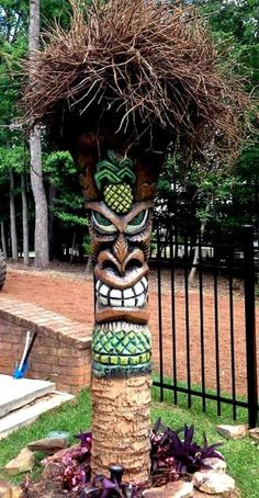 20 Lovely Tiki Garden Tiki Bar Ornament Ideas For Your Home - Modern Tiki Art, Tiki Tiki, Arte Bar, Tiki Pole, Tiki Faces, Tiki Hawaii, Tiki Head, Tiki Statues, Tahiti