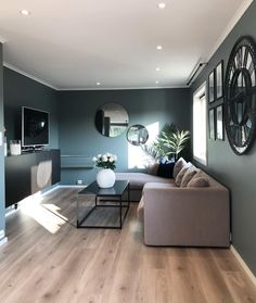 Jotun evening green 10 hjem malt i Jotun evening green Small Apartment Decorating, Living Room Green, Farm House Living Room, Small Living Room Design, Wallpaper Living Room, Home Decor, Green Walls Living Room, Living Room Grey, Living Room Design Decor