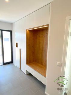 Flur-Garderobe - Schreinerei - Holzdesign Rapp Geisingen Entryway Cabinet, Entryway Closet, Mudroom, Home Entrance Decor, House Entrance, Shoe Cabinet Design, Wall Seating, Home Curtains, Plank Walls