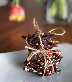 A Perfect Combination: Yoga & Chocolate at Hotel Opera. Yoga by Geraldine Antoinette and Chocoalte making with Shape By Solveig Yoga Decor, Swiss Chocolate, Opus, Food Pictures, Delicious Food, Switzerland, Festivals, Gift Wrapping, Events