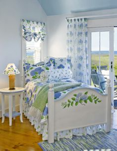 Hydrangea Blooms Complete Bedroom Ensemble (Endless Summer)