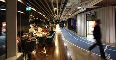Na empresa tailandesa de telecomunicações DTAC, a inusitada pista de cooper percorre o andar voltado à ginástica, com salas para yoga, futebol de salão e natação