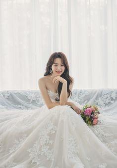Bridal Portrait Poses, Bridal Poses, Pre Wedding Photoshoot, Bridal Shoot, Wedding Portraits, Bridal Photography, Wedding Photography Inspiration, Dream Wedding Dresses, Bridal Dresses