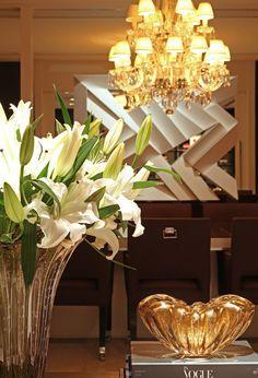 O conhecido fabricante de cristais Baccarat inaugurou recentemente o seu primeiro hotel. Situado em Nova Iorque em frente ao Museu de Arte Moderna, o elegante hôtel particulier foi assinado pelos renomados arquitetos Skidmore, Owings, & Merrill, decorado pelo premiado designer de interiores Tony Ingrao, e teve quase todo o seu mobiliário criado pela dupla… Leia mais Inaugurado em New York o primeiro Hotel Baccarat